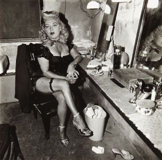 Burlesque comedienne in her dressing room